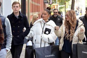 Ariana Grande rạng rỡ đi mua đồ hiệu sau 1 tuần chia tay bạn trai