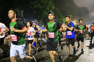 VPIron 'phủ xanh' đường chạy Marathon Quốc tế Di sản 2018
