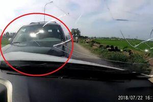 Clip: Tài xế say xỉn gây tai liên hoàn thảm khốc ở Hà Nội