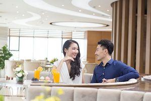 Khám phá chuyện tình của cặp đôi gây sốt cộng đồng mạng và học cách tỏ tình của chàng trai Thái
