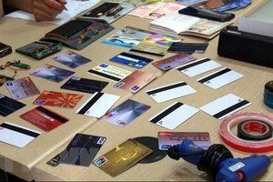 Xét xử sơ thẩm 4 người nước ngoài dùng thẻ ATM giả để rút tiền