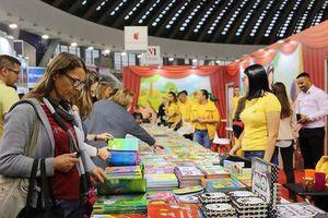 Các tác giả trên thế giới trao đổi kinh nghiệm sáng tác tại Hội chợ sách quốc tế Belgrade