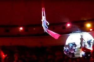 Nữ nghệ sĩ đu dây sống sót một cách thần kỳ khi tuột tay ngã từ độ cao gần 5m