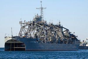 Tàu hải quân kỳ lạ hơn 100 tuổi vẫn chạy tốt của Nga