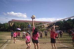 Sơn La: 21 đội bóng dự giải bóng chuyền hơi nam nữ CNVCLĐ huyện Mai Sơn