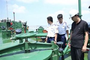 Báo động tình trạng buôn lậu xăng dầu trên biển Tây Nam