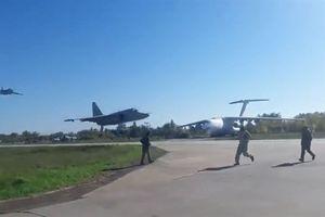 Su-25 Ukraine biểu diễn bay sát sạt mặt đất
