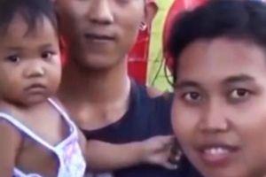 Hành động kì lạ của cô bé 16 tháng tuổi giúp người mẹ trúng số độc đắc