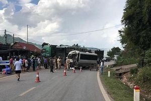 Nghi vấn xe tải không đăng kiểm gây tai nạn nghiêm trọng làm 12 người bị thương