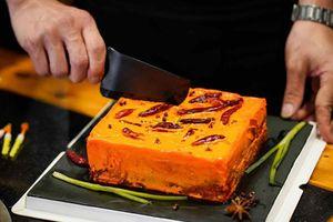 Khóc thét với món bánh kem vị lẩu cay đang 'sốt' ở Trung Quốc