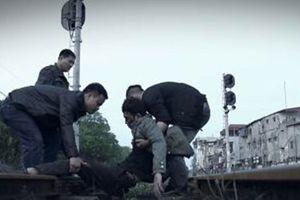 'Quỳnh búp bê': Quỳnh bị Vũ theo dõi, Cảnh có khả năng trở lại?