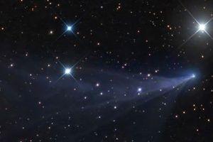 Bắt gặp sao chổi màu xanh hiếm có C / 2016 R2