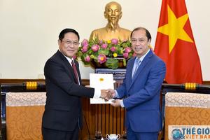 Trao Giấy chấp nhận Lãnh sự cho Tổng Lãnh sự mới của Lào tại Đà Nẵng