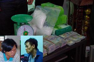 Bắt vụ vận chuyển 12,2 kg ma túy qua biên giới