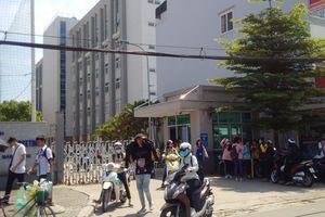 Trường ĐH cấm sinh viên mặc áo thun không cổ?