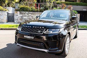 Jaguar Land Rover dừng sản xuất vì 'cơn bão' sự cố