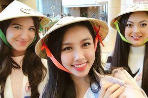 Thùy Tiên tặng nón lá, ghi điểm thân thiện ở Hoa hậu Quốc tế 2018