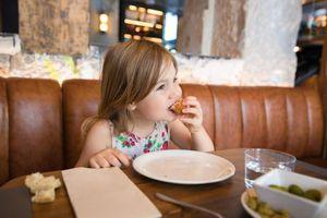 Một nhà hàng ở Đức cấm trẻ em sau 5h chiều
