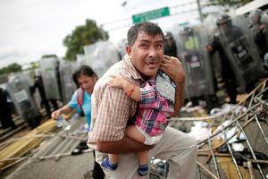 Những hình ảnh 'xé lòng' về dòng người khổng lồ di cư tới Mỹ