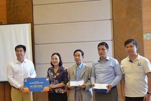 Trao 100 suất học bổng trực tuyến cho học sinh Nghệ An