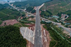 Quảng Ninh yêu cầu nhà thầu sớm hoàn thành cao tốc Hạ Long - Vân Đồn