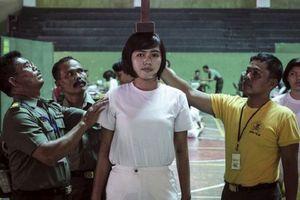 Choáng váng với cảnh muốn thành cảnh sát phải kiểm tra trinh tiết khắc nghiệt ở Indonesia