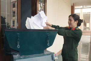 Nữ thượng úy chế tạo thành công máy hủy giấy đa năng