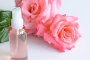 Công thức làm nước hoa hồng siêu đơn giản tại nhà cho phái đẹp