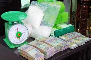 Bắt giữ nhóm đối tượng vận chuyển 12kg ma túy đá từ Campuchia về Việt Nam