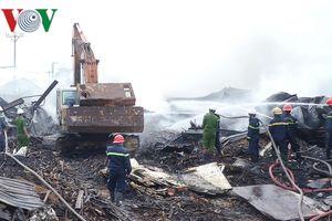 Cháy kho chứa dăm gỗ tại Bình Định