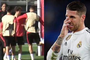 Clip: Sergio Ramos sút bóng vào đàn em để 'dằn mặt'?