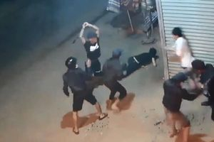 2 nhóm thanh niên mang dao, mã tấu hỗn chiến kinh hoàng trong đêm ở Lâm Đồng