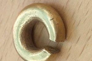 Vô tình tìm được 'kho báu' nằm cách mặt đất 15 cm