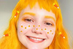Cosplayer Nga 19 tuổi mỗi tuần đổi một màu tóc