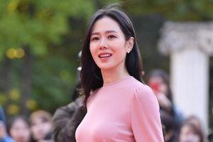 BTS trở thành tâm điểm, Son Ye Jin xinh đẹp trên thảm đỏ giải văn hóa