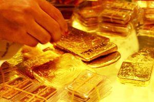 Giá vàng tăng mạnh khi thị trường chứng khoán lao dốc, nhà đầu tư nên mua vào