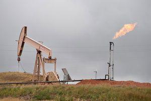 Giá dầu thô giảm hơn 4% sau khi Ả Rập Saudi cam kết giữ ổn định nguồn cung