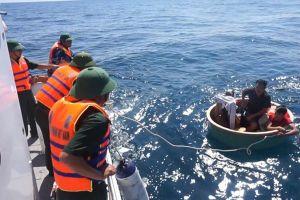 4 ngư dân Việt Nam được tàu nước ngoài cứu sống khi đang trôi dạt trên biển