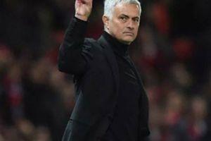 Bị chửi như tát nước vào mặt, Mourinho lại 'ăn mày quá khứ'