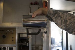 Không quân Mỹ 'ú ớ' về 'ly nóng' ngàn USD