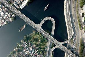Hành trình 'vượt' điểm đen kẹt xe khổ sở mỗi ngày của người dân Nam Sài Gòn