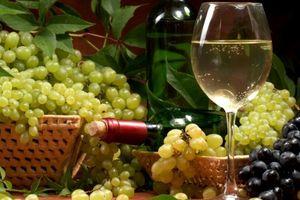 Uống 1 ly rượu vang mỗi ngày giúp ổn định cân nặng