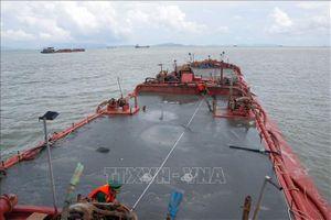 Nửa đêm truy bắt 4 sà lan khai thác cát trái phép trên vùng biển Cần Giờ
