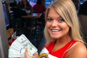 Nữ bồi bàn 'choáng' khi nhận 230 triệu tiền tip từ vị khách chỉ gọi 2 ly nước lọc