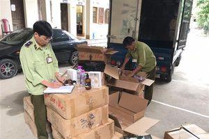 Lạng Sơn: Phát hiện 10 thùng mỹ phẩm không có hóa đơn chứng từ trong kho hàng