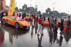 Mang siêu xe Lamborghini đi cầu hôn, chàng trai vẫn bị từ chối với lời nhắn phũ phàng