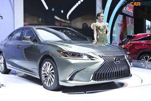 Mẫu sedan hạng sang ES 300h là tâm điểm của gian hàng Lexus tại triển lãm ô tô Việt Nam 2018