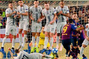 Messi bật cười với pha nằm sân cản đá phạt của sao Inter