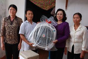 Lãnh đạo TP Hà Nội dự lễ khánh thành nhà cho 2 hộ nghèo tại Phú Xuyên