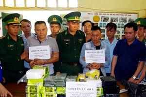 Hà Tĩnh: Bắt giữ 2 đối tượng, thu 32 kg ma túy dạng đá và 10 bánh heroin